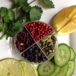 Coriandre, citrons, limes, concombres, épices