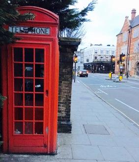 Cabine téléphonique rouge